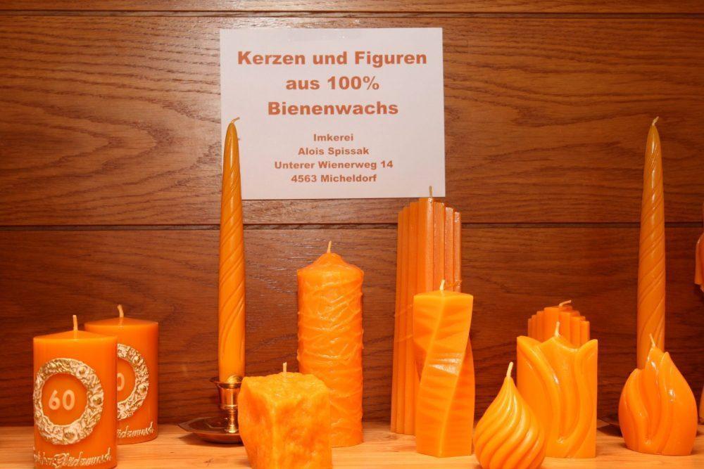 Kerzen und Figuren aus Bienenwachs