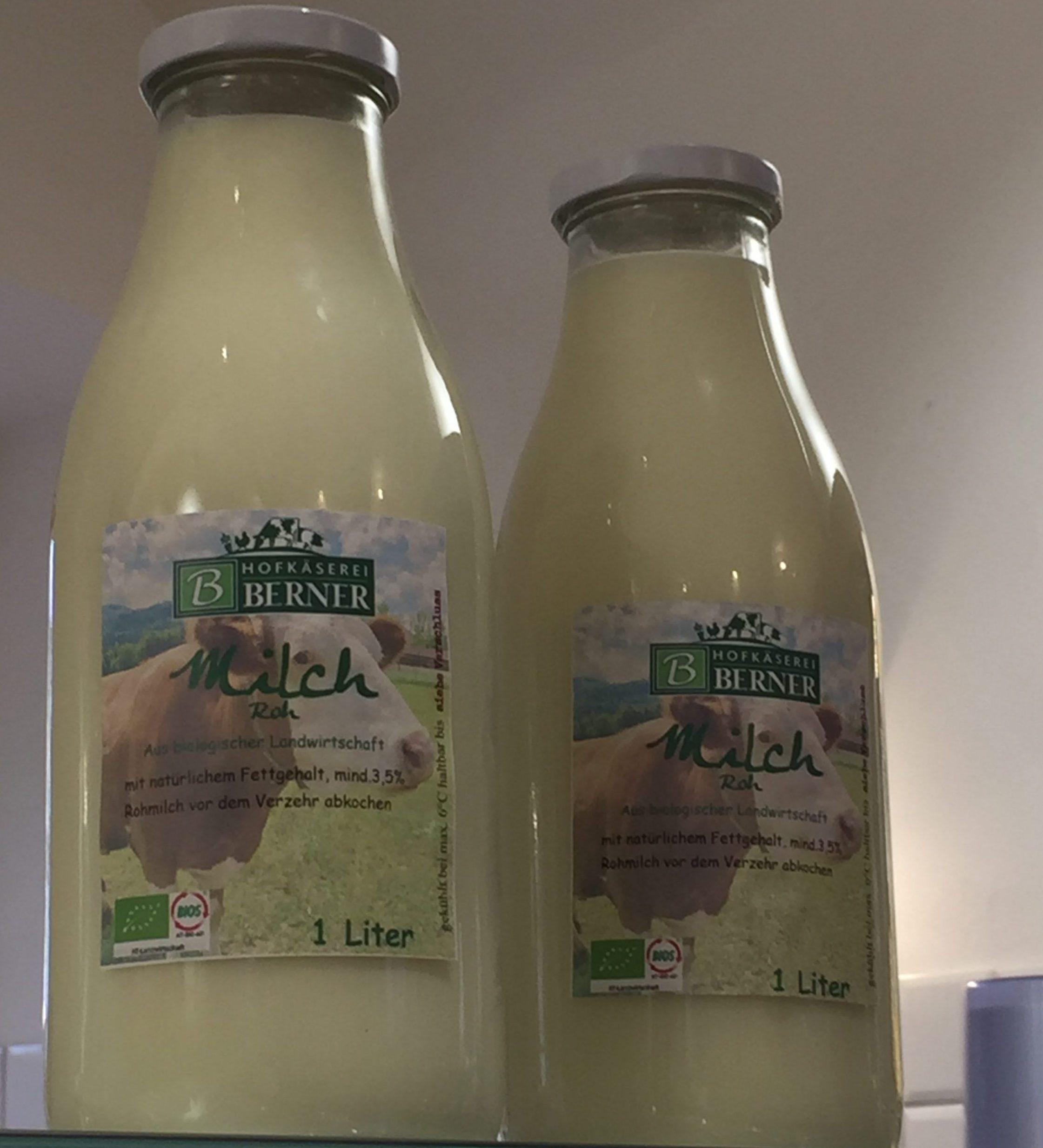 Milch von der Hofkäserei Berner